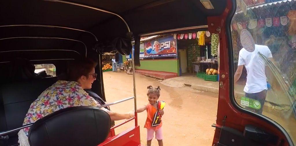 tuktuk niña