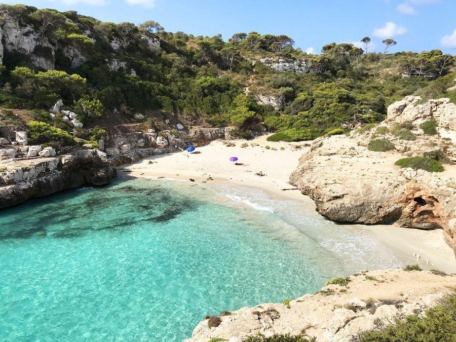 Cala Marmols es una de las playas más bonitas de Mallorca