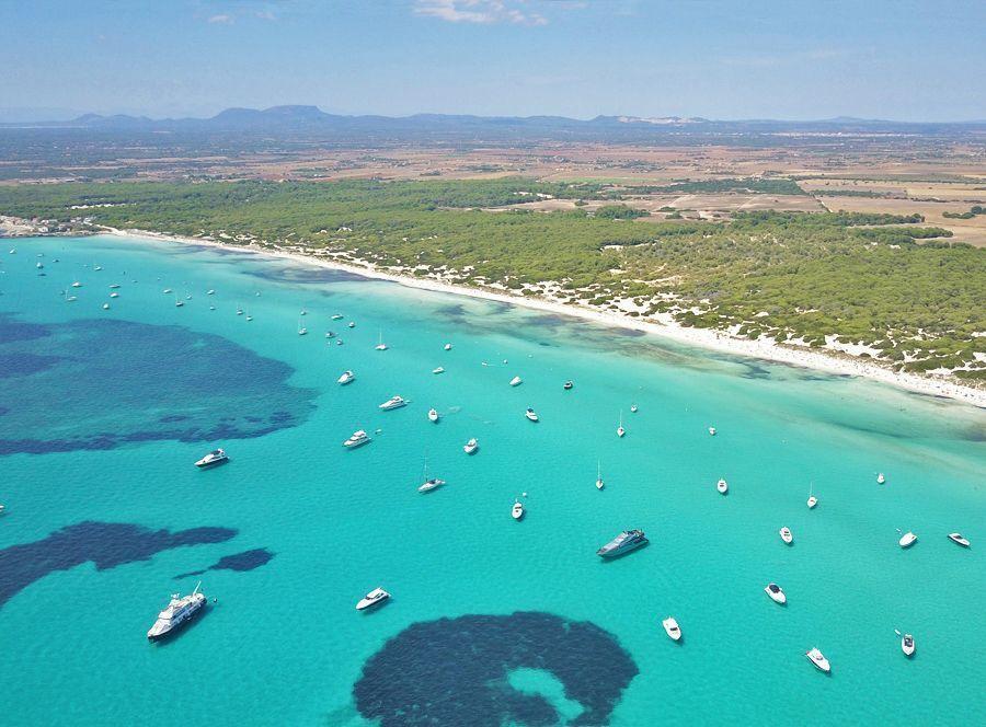 La playa de es Trenc, un imprescindible que ver y hacer en Mallorca