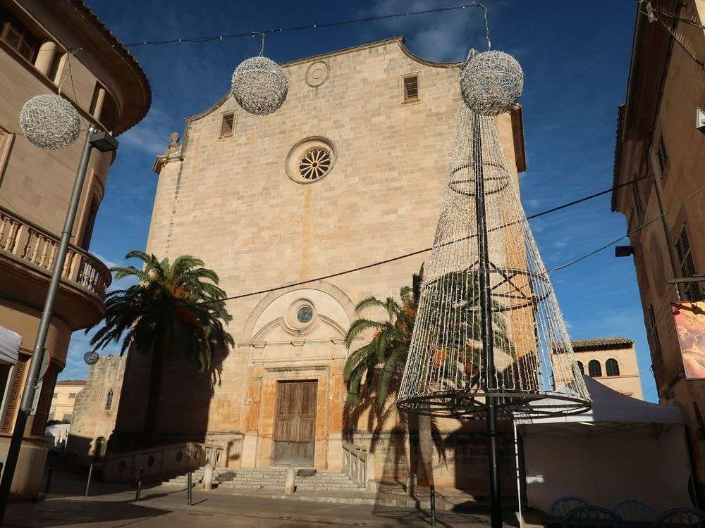 La iglesia de Santanyi es una de las visitas imprescindibles de los pueblos más bonitos de Mallorca