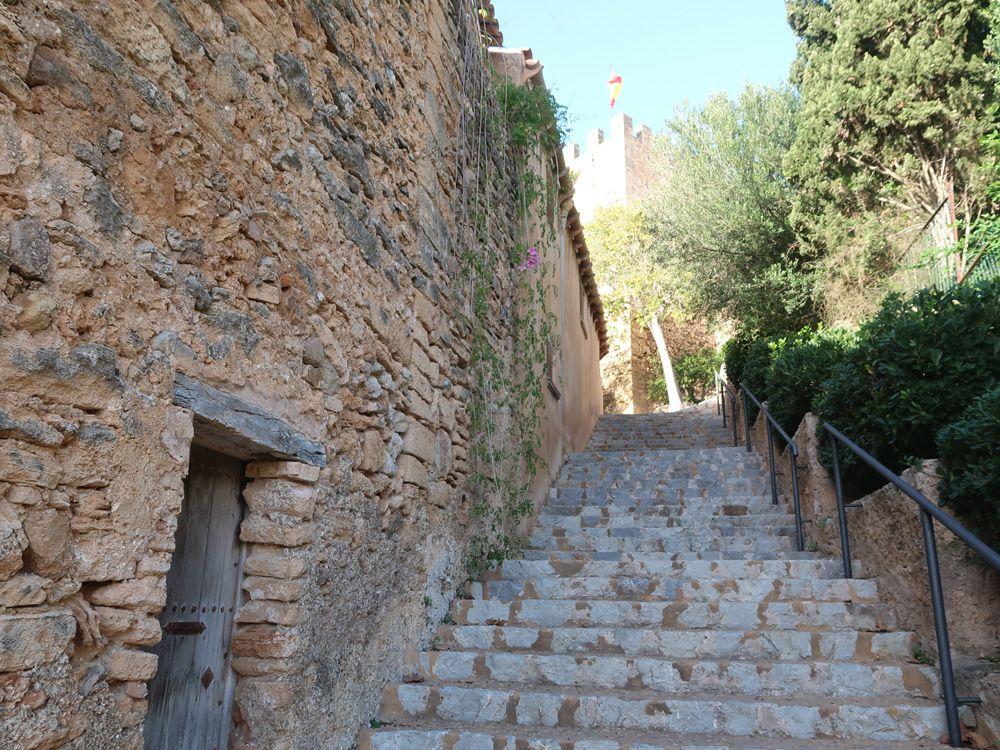 Escaleras del hacia el castillo de Capdepera