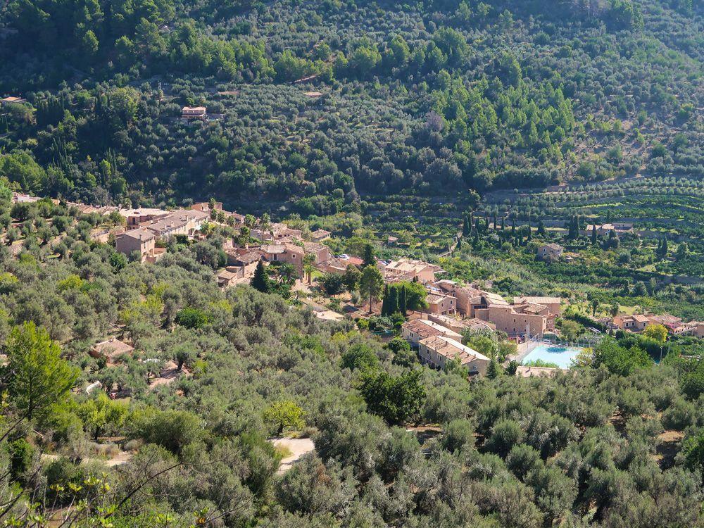 El pueblo de Fornalutx esta considerado de los más bonitos de España y no podía faltar en este artículo de los mejores pueblos de Mallorca