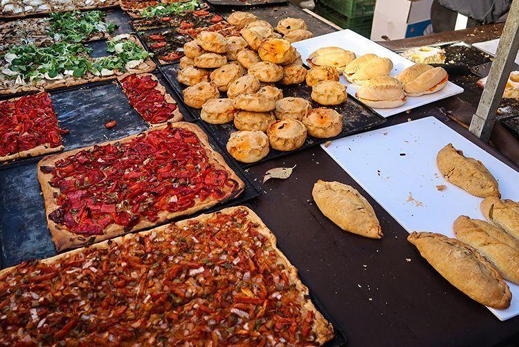 Portada de platos típicos de la comida mallorquina