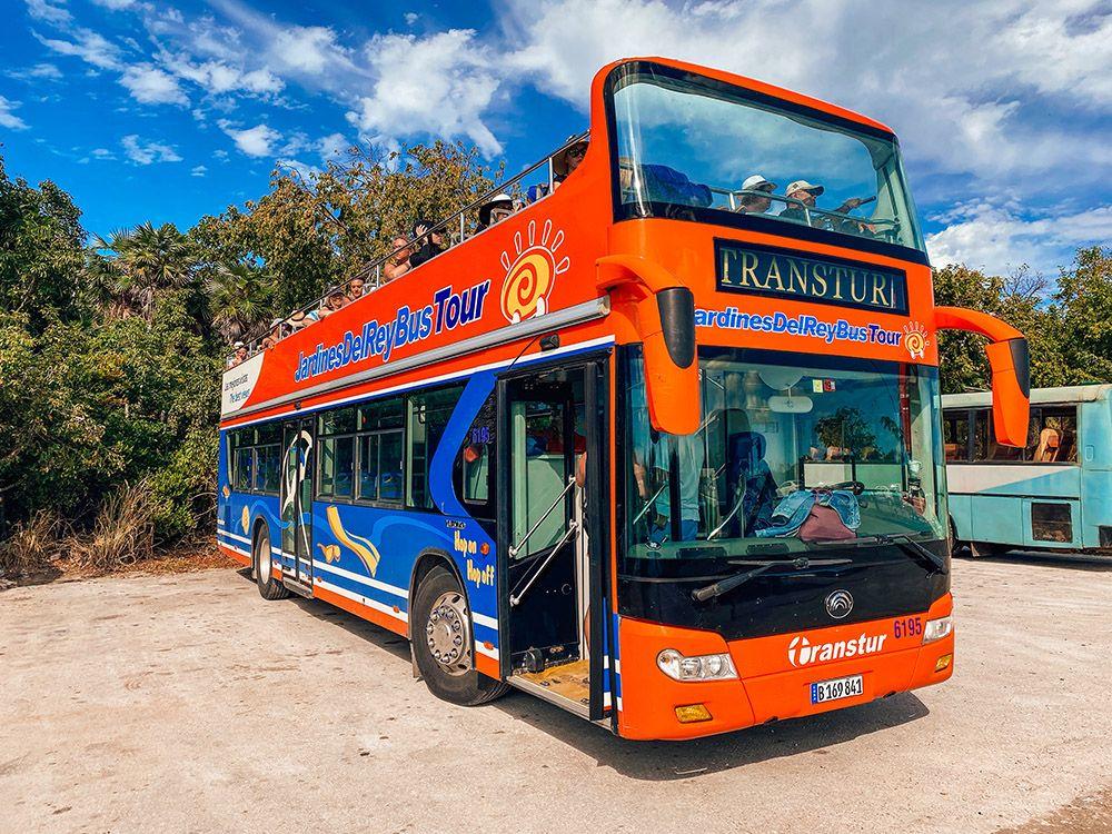 Bus turístico de Cayo Coco, conecta todas las playas de Cayo Coco y Cayo Guillermo.