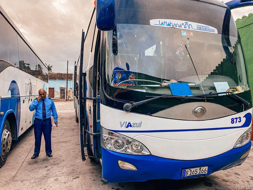 Los autobuses de Viazul es la manera más utilizada por los turistas para ir a Viñales desde La Habana.