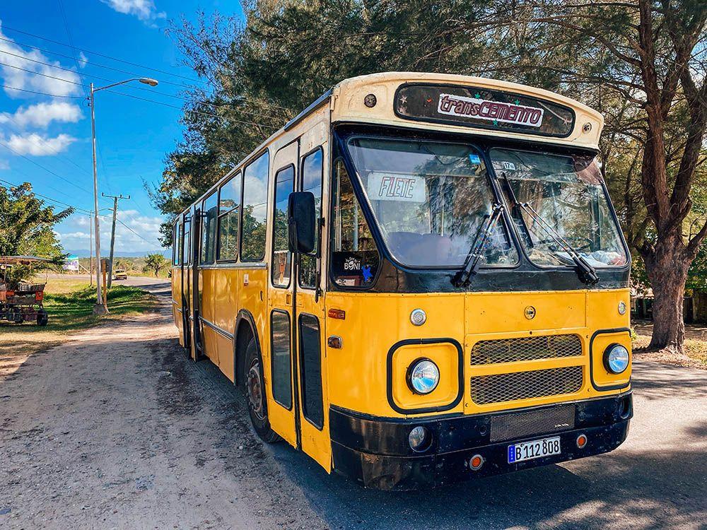 Bus del recorrido de Cienfuegos a Pasacaballo
