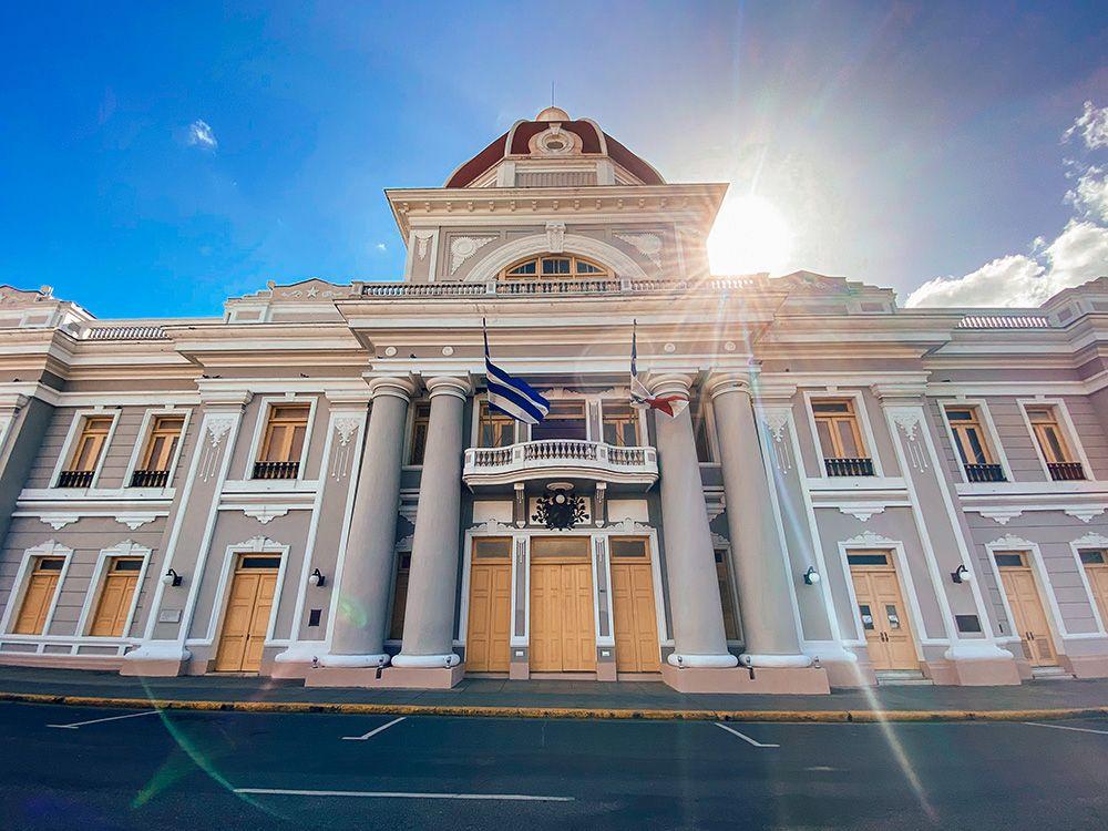 Fachada del palacio del Gobiernos en Cienfuegos