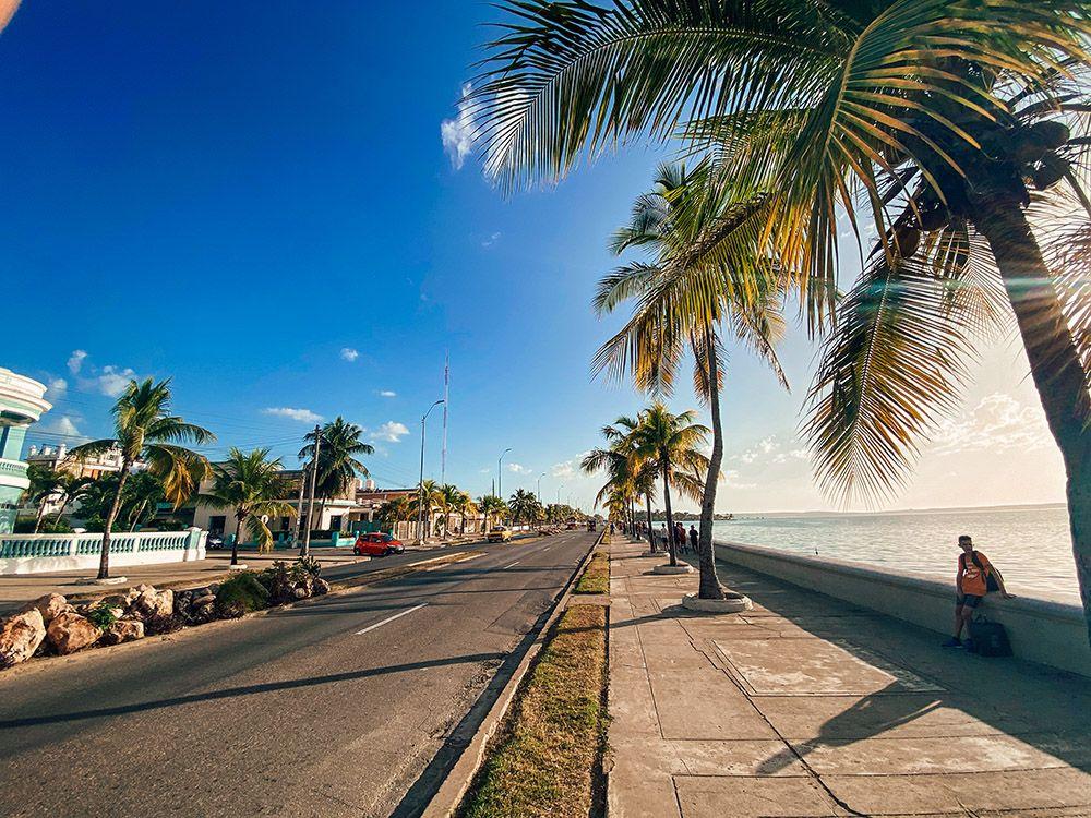 Malecón de Cienfuegos al atardecer