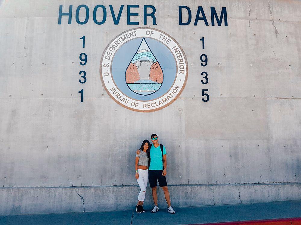 Cartel con los años de construcción de la presa Hoover