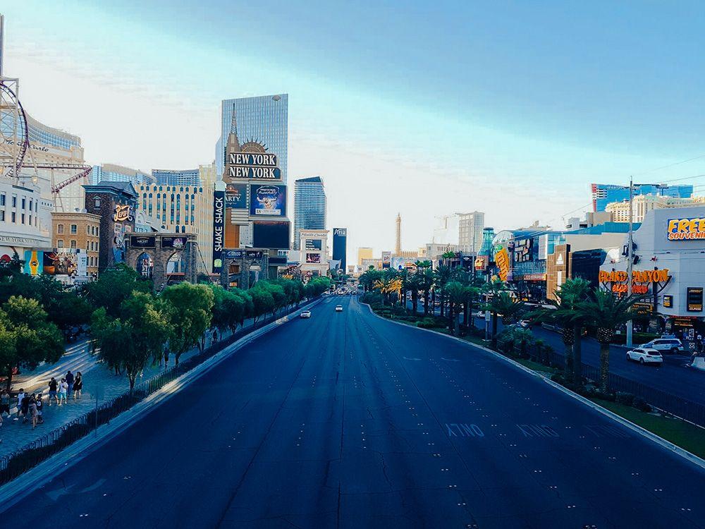 Las Vegas Boulevard desde un puente que la cruza