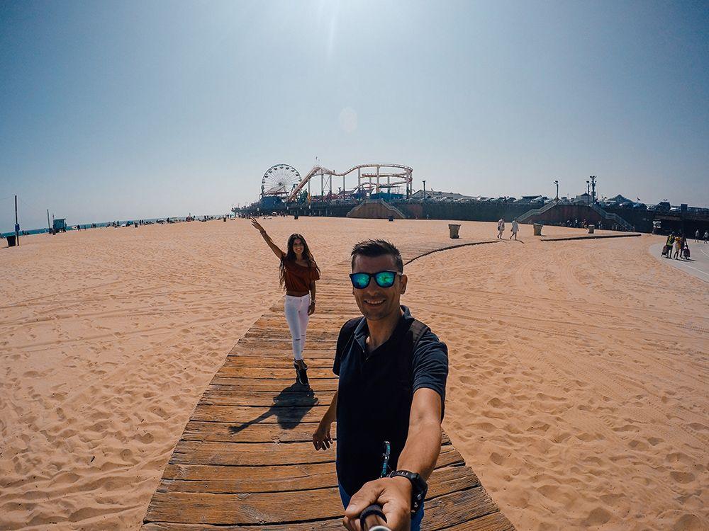 Santa Monica con el muelle de fondo