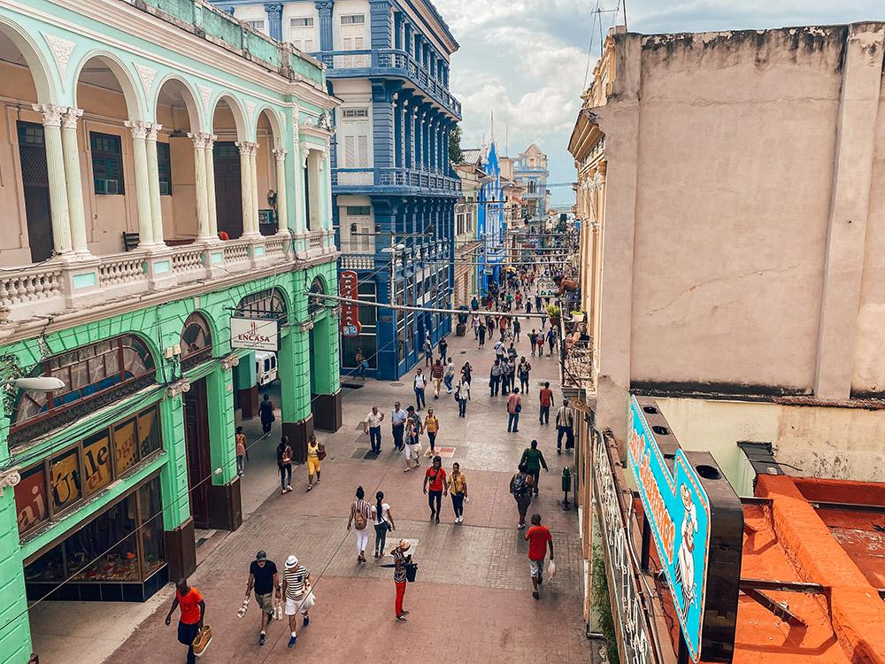 Calle peatonal del centro de Santiago de Cuba