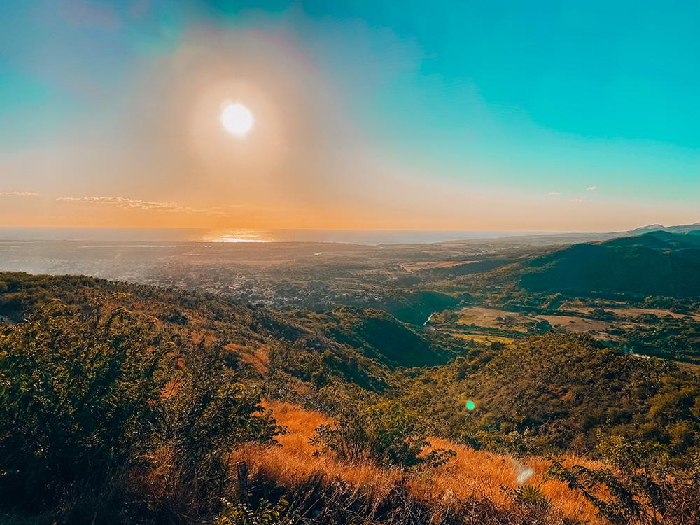 Imagen del atardecer en el cerro de la Vigía