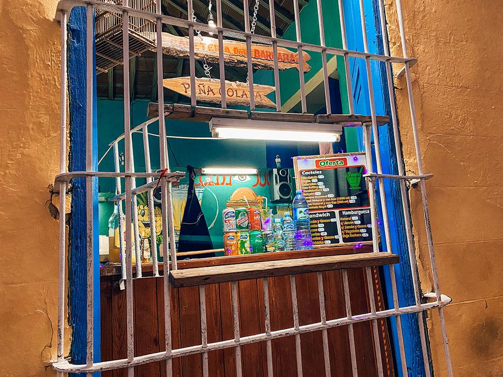 Barra de la cafetería Doña Barbara en Trinidad