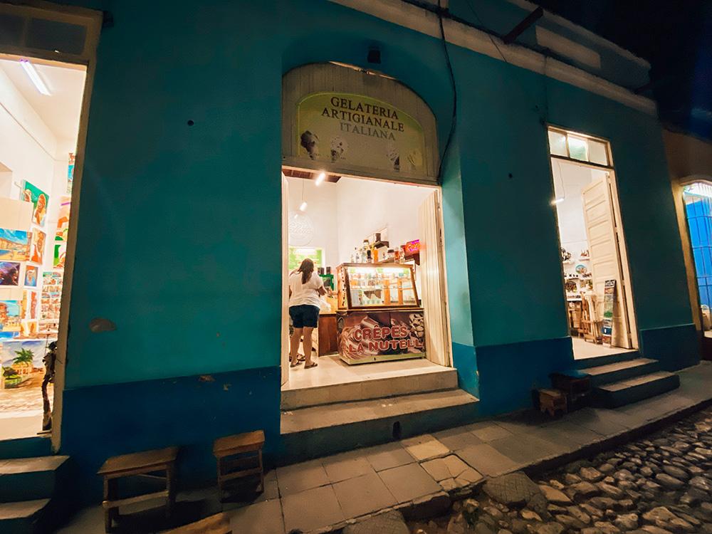 Fachada de la heladería de Trinidad
