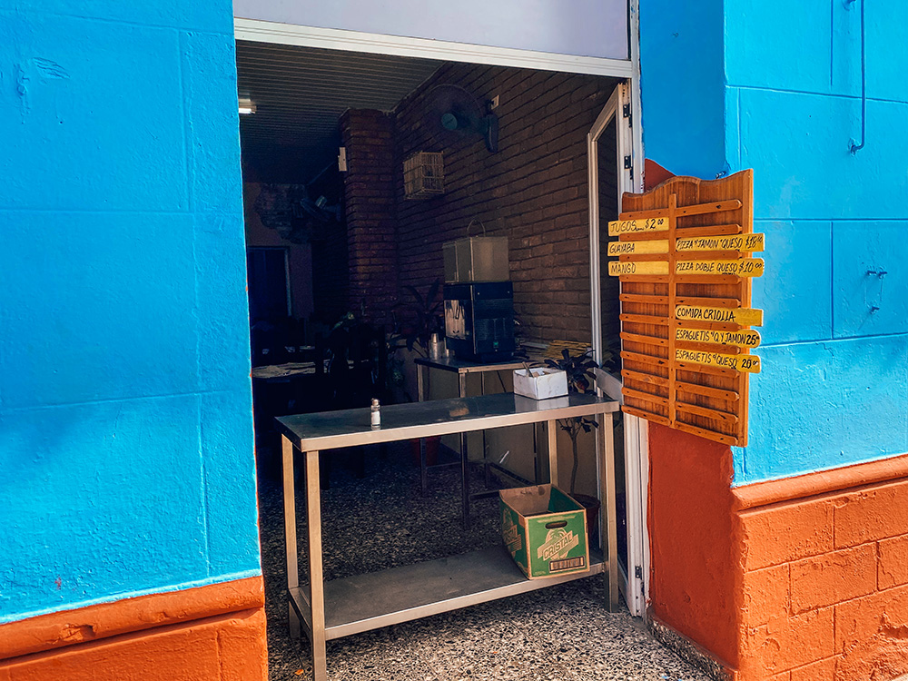Fachada de la cafetería Doña Mati