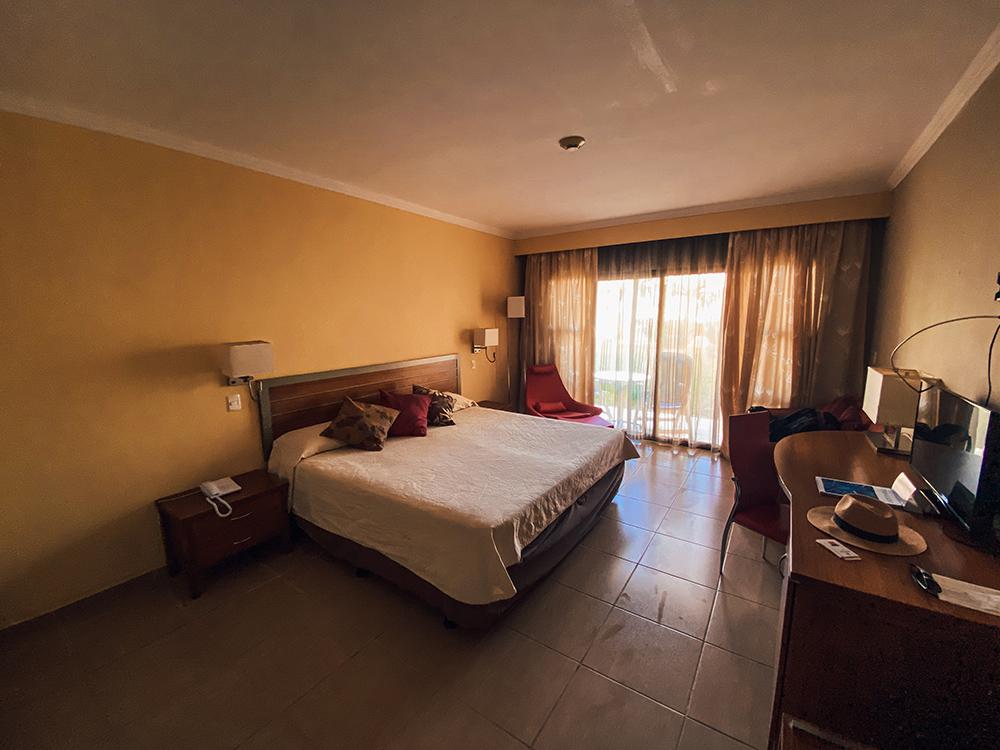 Interior de la habitación del hotel Iberostar Daiquiri