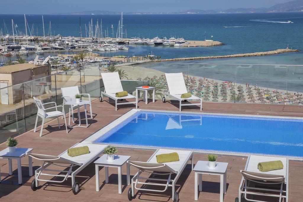 Playa del Arenal vista desde el hotel Whala!Beach
