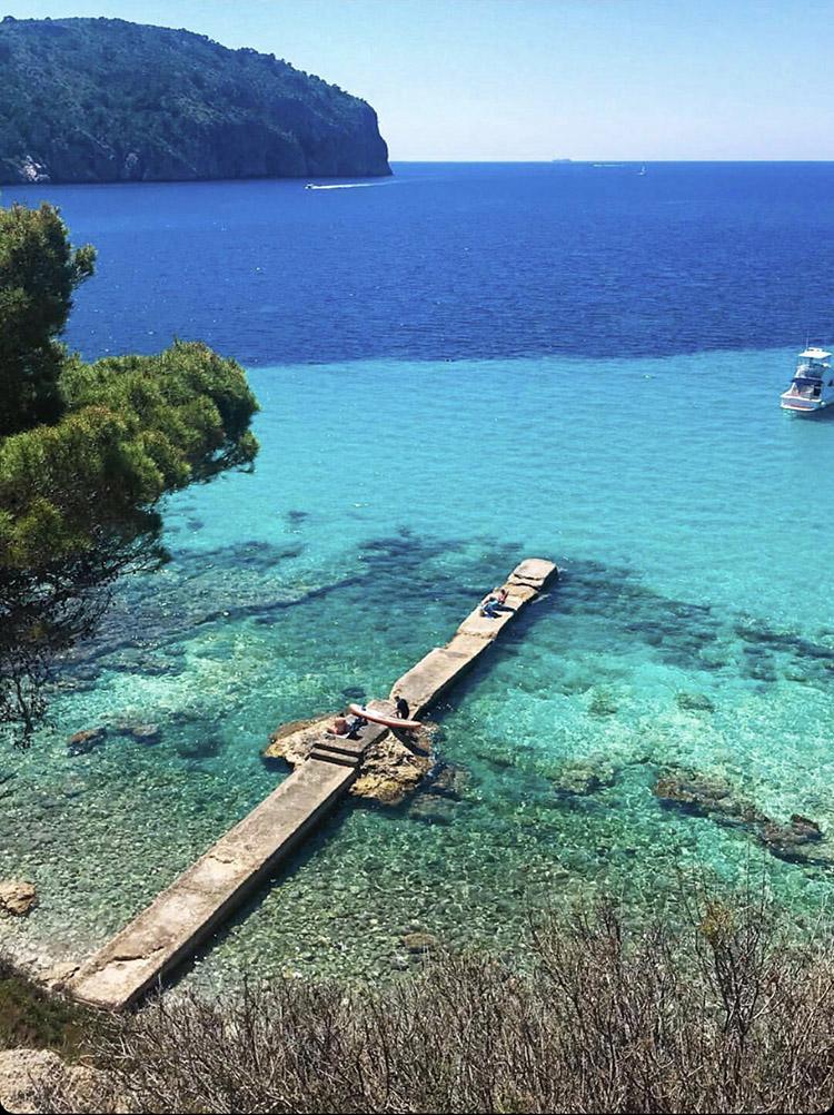 Puente cercano a la playa de Camp de Mar, uno de las mejores playas y calas de Mallorca