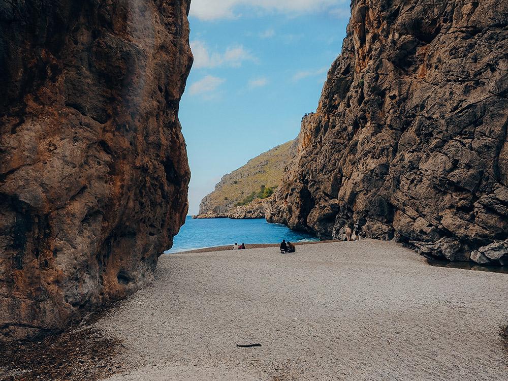 Sa Calobra, la playa más visitada de las 20 mejores playas y calas de Mallorca