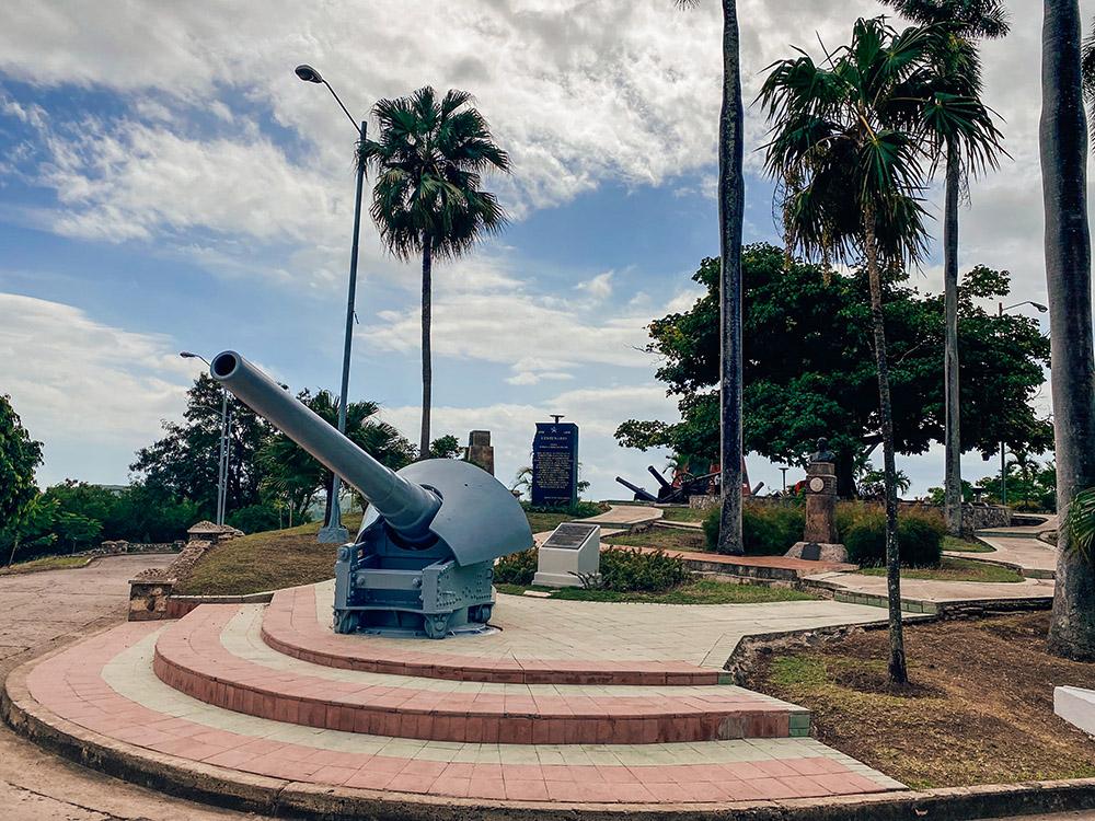 Cañones y monumentos de la Loma de San Juan