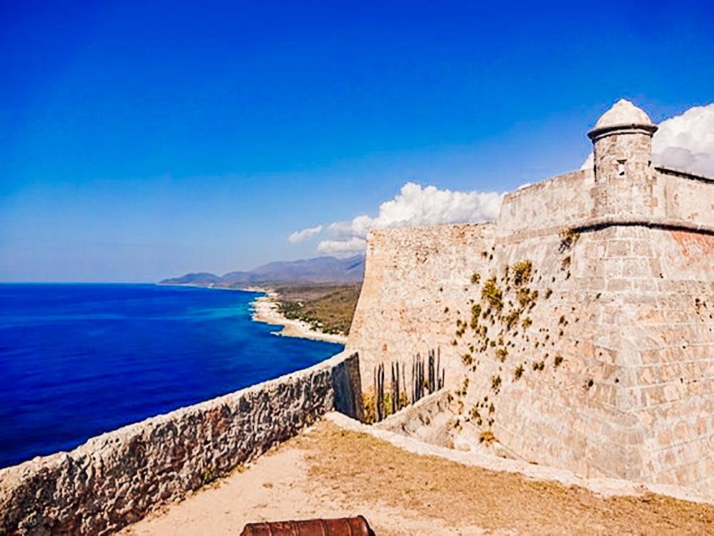 Castillo de San Pedro del Morro desde un lateral