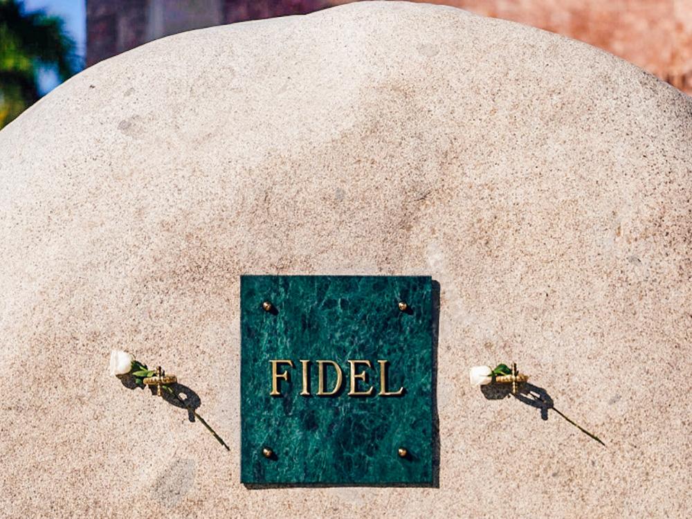 Cementerio de Santa Ifigenia con la tumba de Fidel Castro
