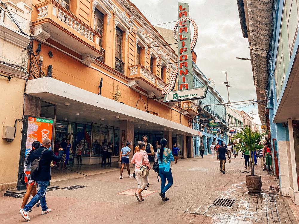 La calle más famosa De Santiago, la calle Enramada