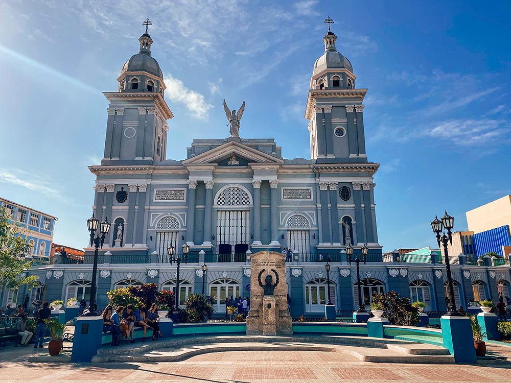 Parque Céspedes, uno de los lugares más famosos y uno de los imprescindible que ver y hacer en Santiago de Cuba