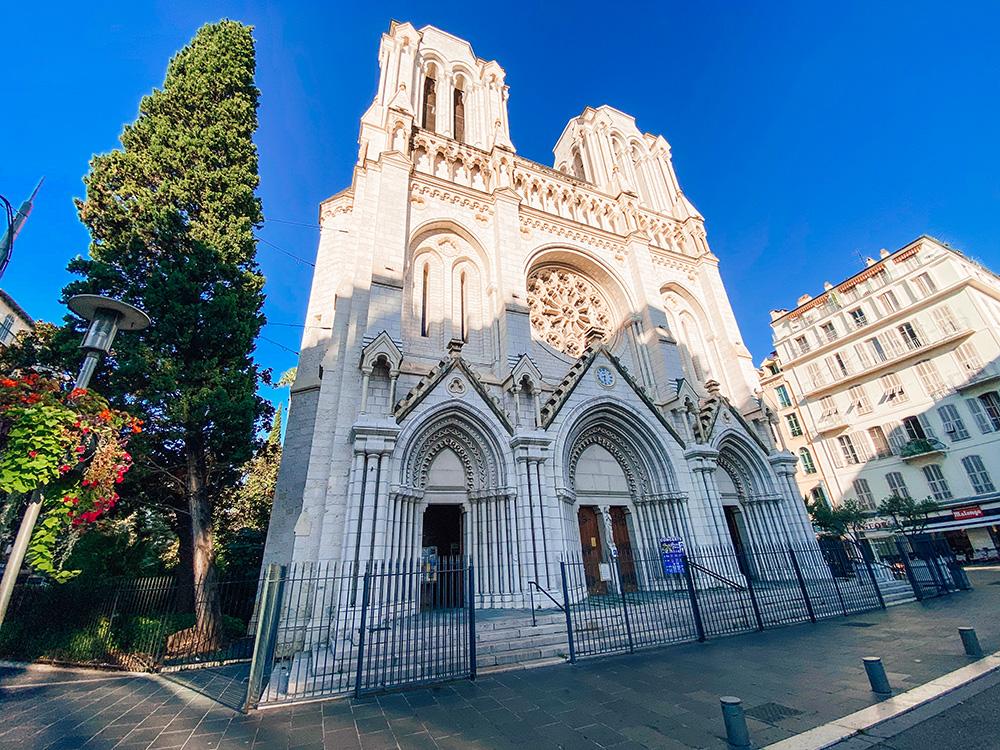 La Basílica de Notre-Dame de Nice es otro de los imprescindibles que ver y hacer en Niza