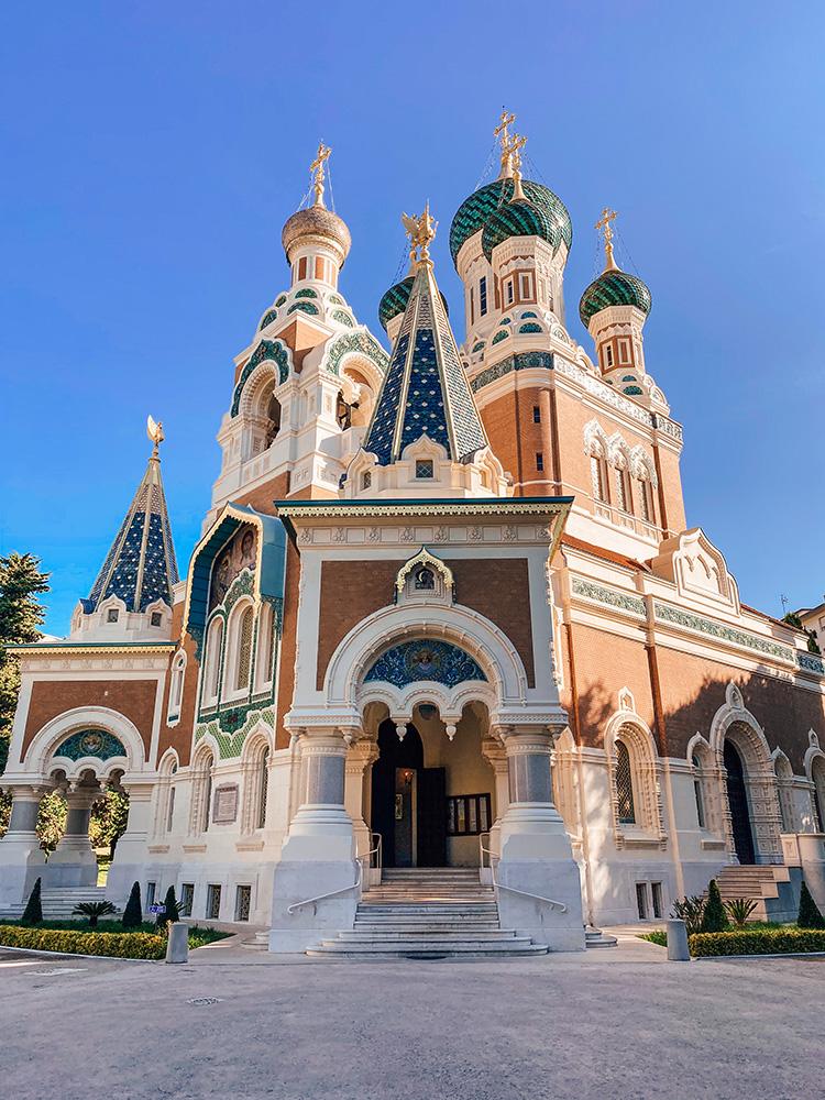 La catedral de San Nicolás es una iglesia ortodoxa rusa y una de las visitas que más nos gusto de los imprescindibles que ver y hacer en Niza
