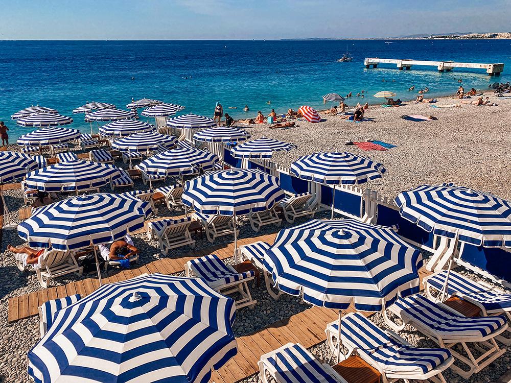 Playas publicas y privadas de la bonita Niza