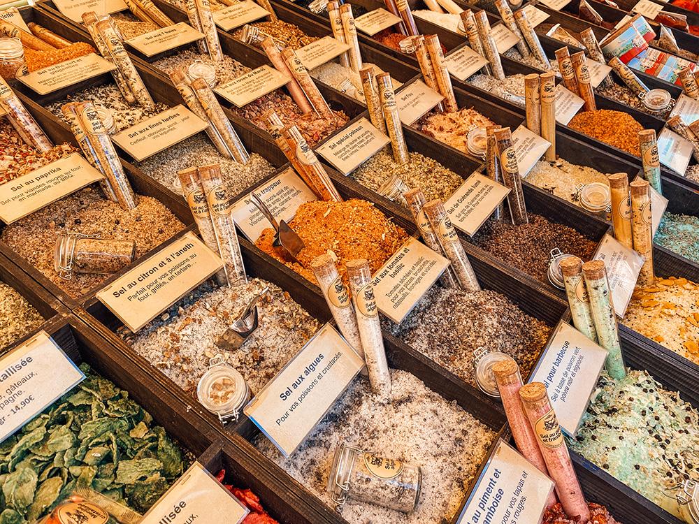 El mercado diario de Niza es uno de los imprescindibles que ver y hacer en Niza