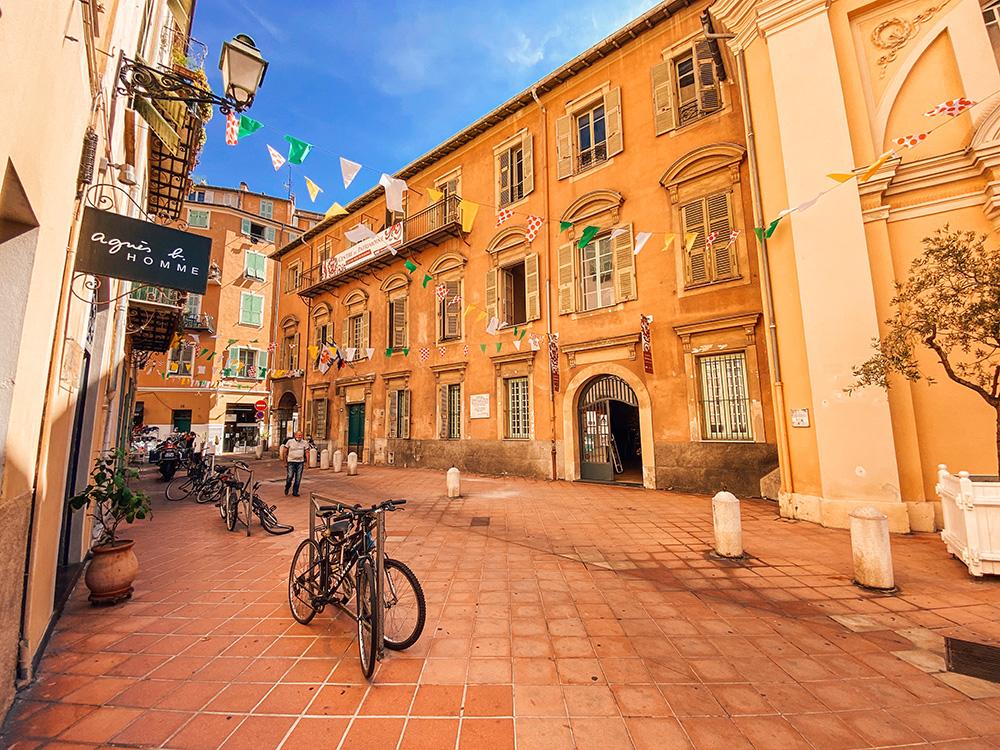 El Casco antiguo de Niza es otro de los imprescindibles que ver y hacer en Niza