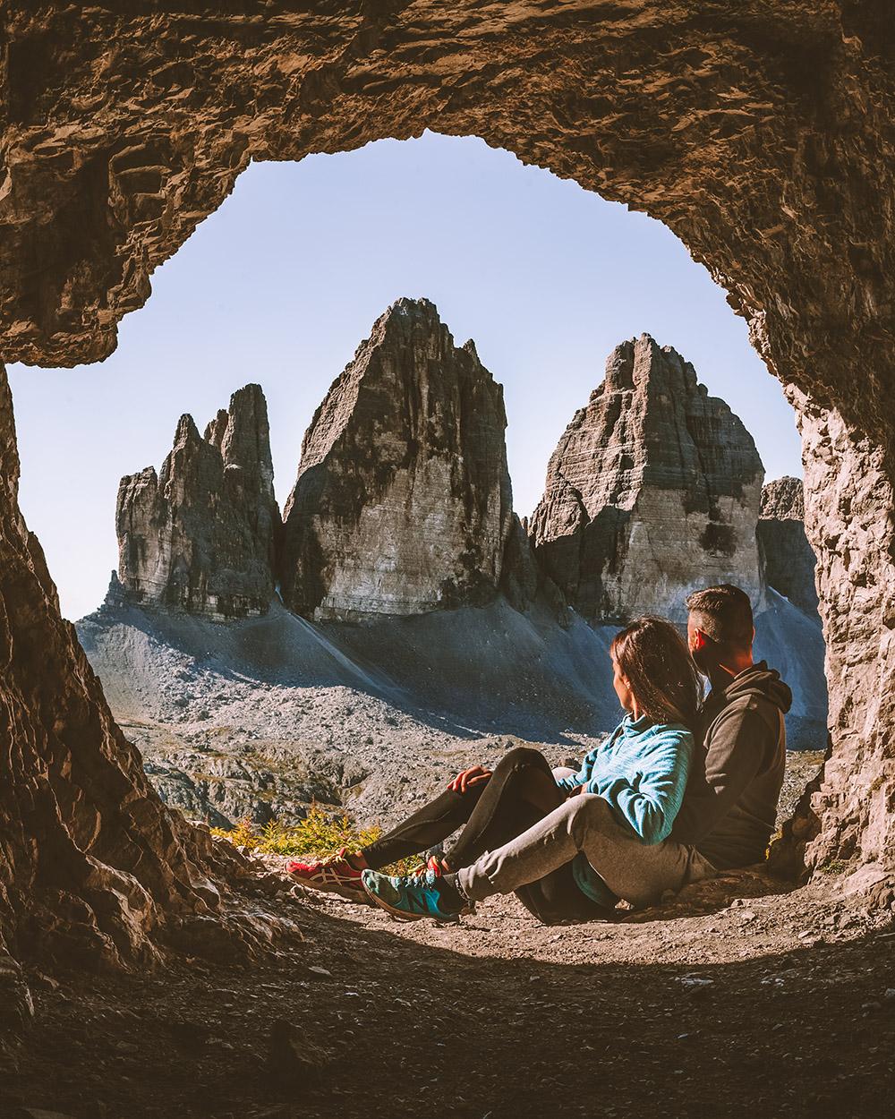 Un imprescindible en Dolomitas es visitar estas maravillosas cuevas militares con vistas a las montañas