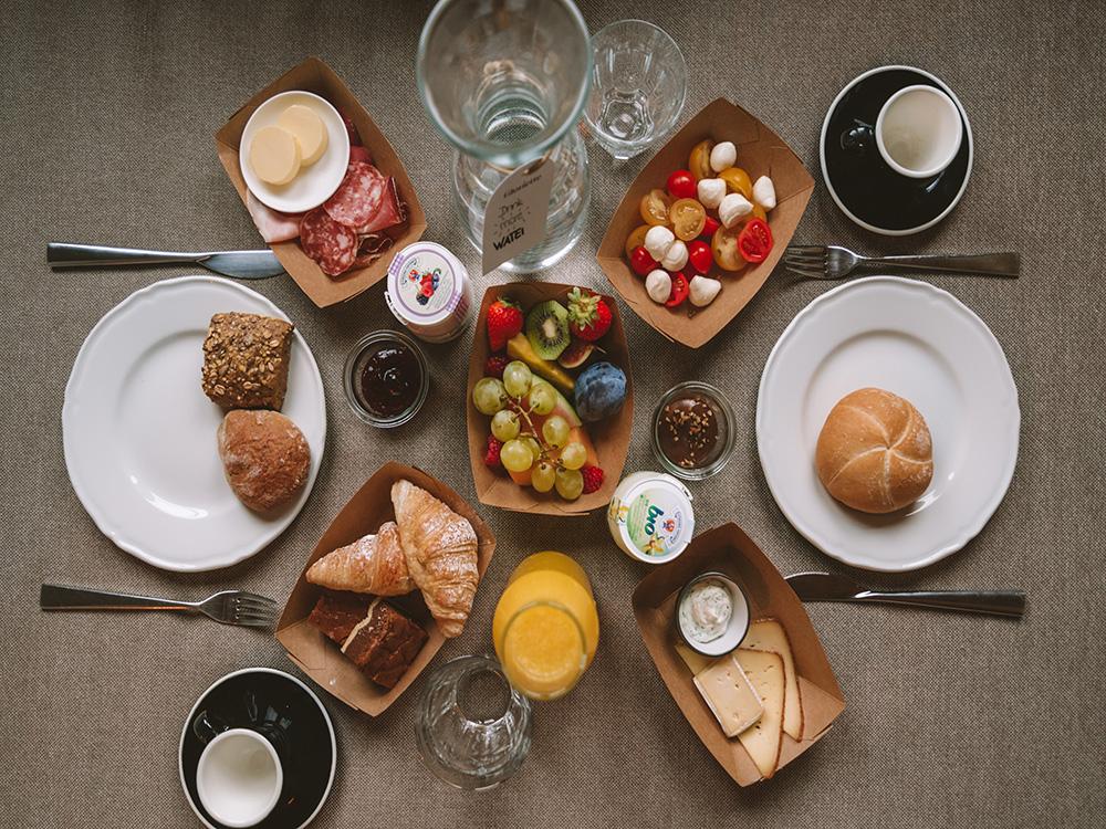 En este artículo de dónde alojarse en Dolomitas no odia faltar el súper desayuno del Villa Gloria