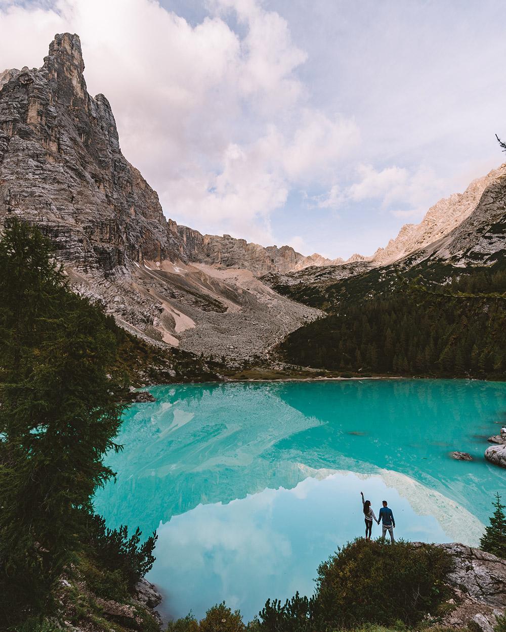 Una ruta de senderismo que no puede faltar en cualquier viaje por Dolomitas es la excursión al lago di Sorapiss
