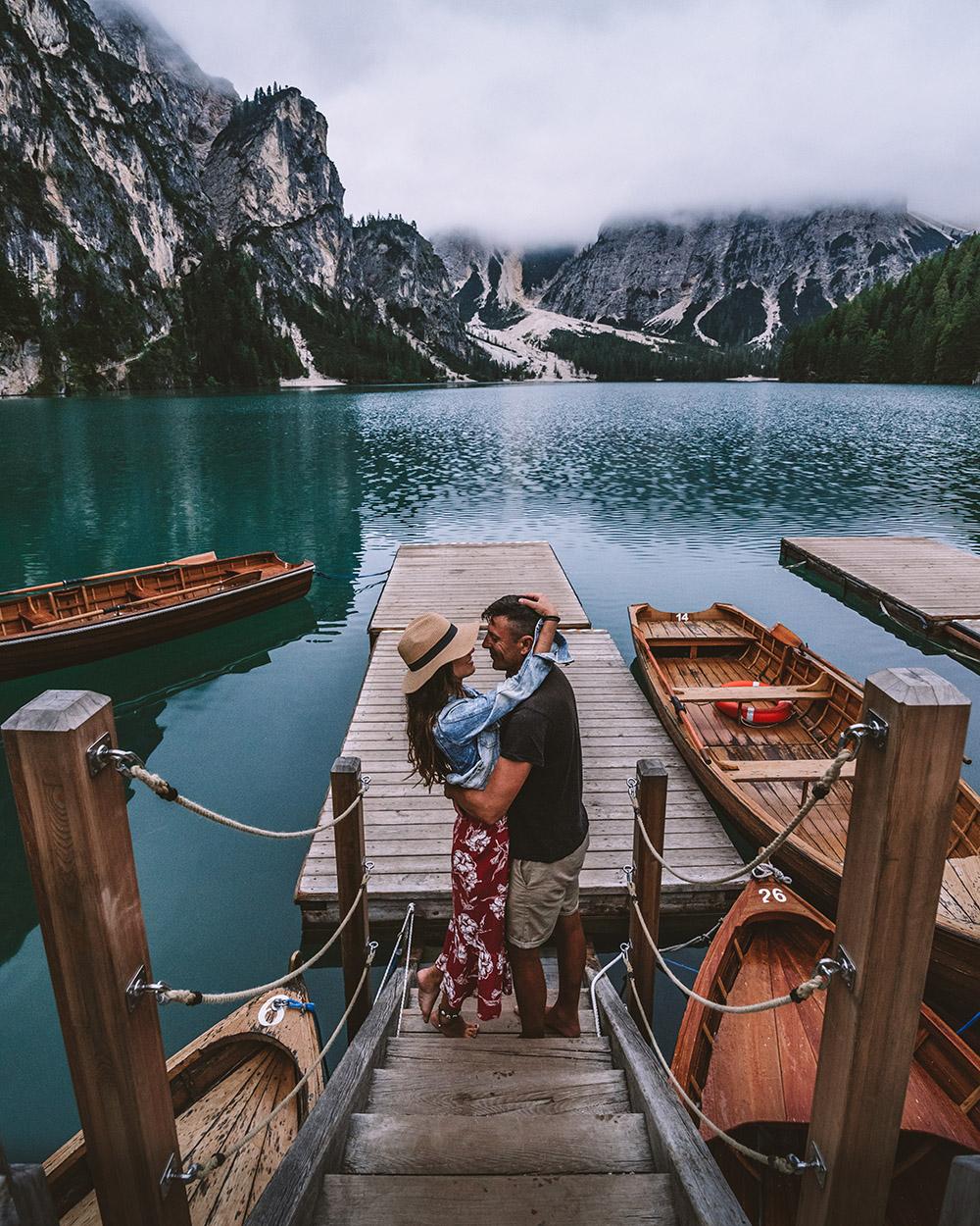 Una ruta por Dolomitas no estaría completa sin visitar el famoso lago di Braies