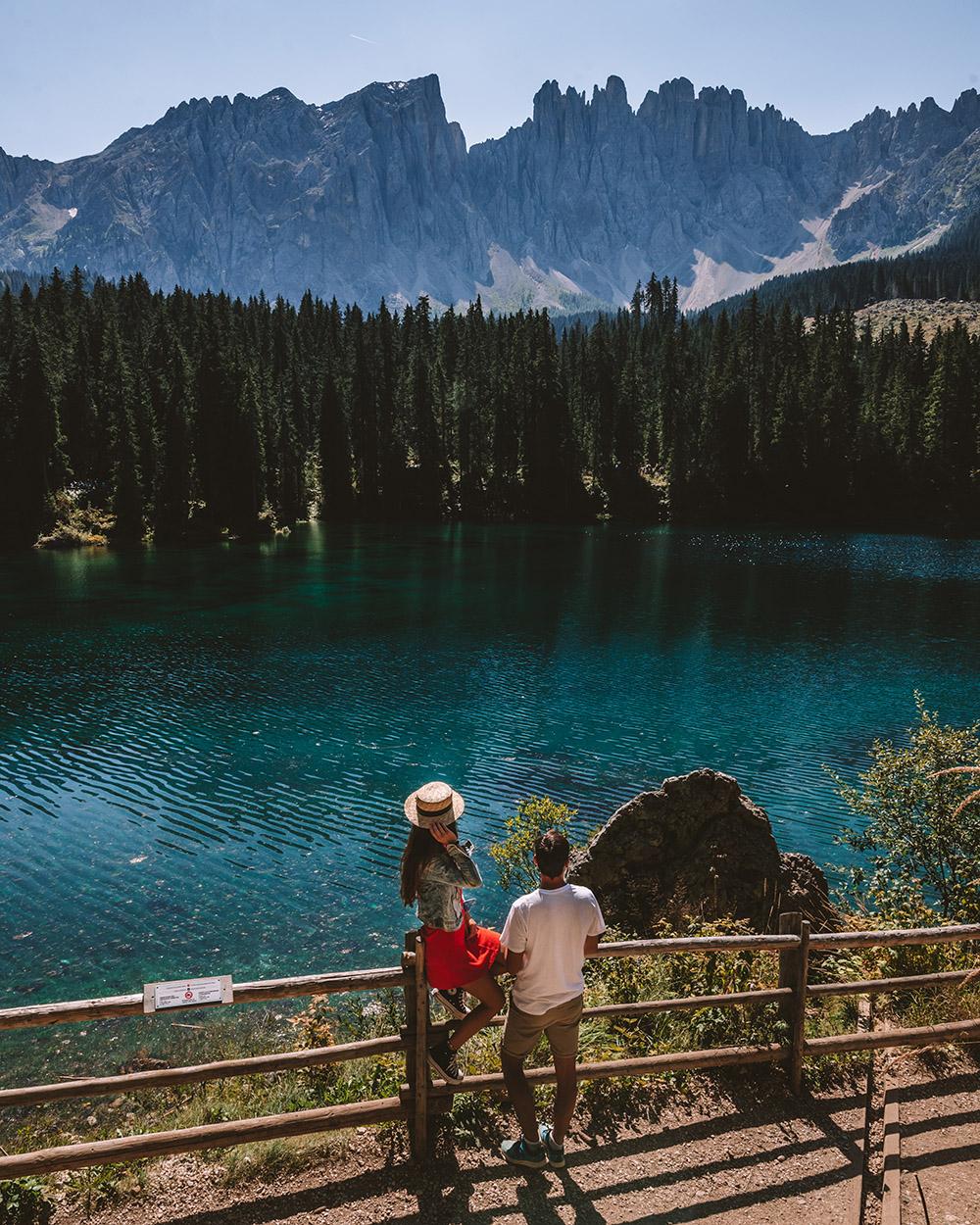 El Lago di Carezza es uno de los 10. imprescindibles que ver en Dolomitas