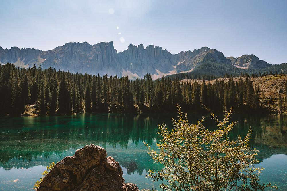 El Lago di Carezza es un imprescindible en la ruta de viaje a Dolomitas