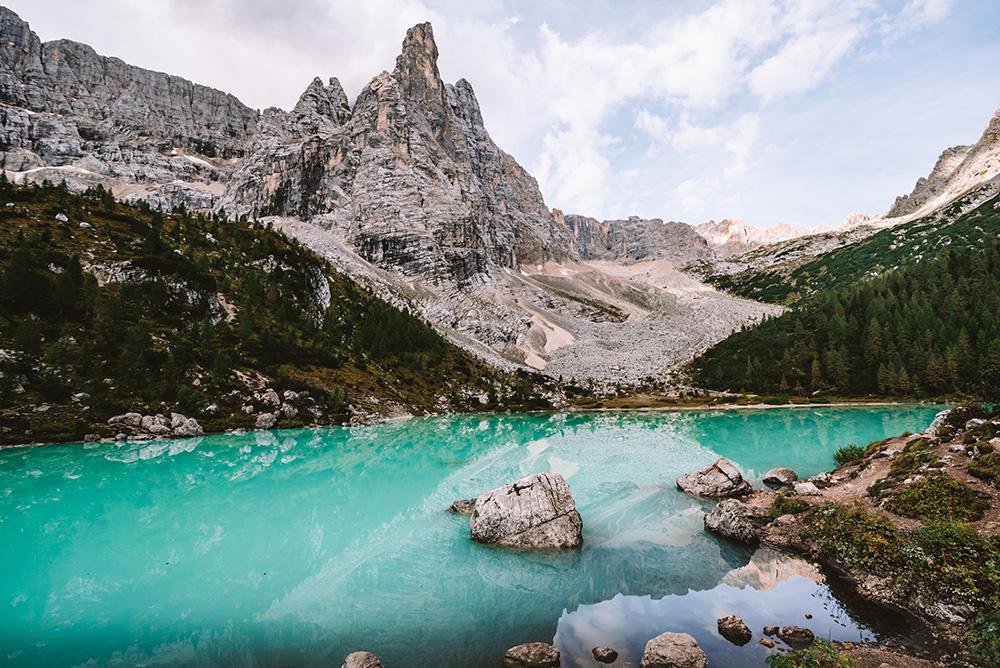 El lago di Sorapiss no puede faltar en tu ruta de viaje a Dolomitas