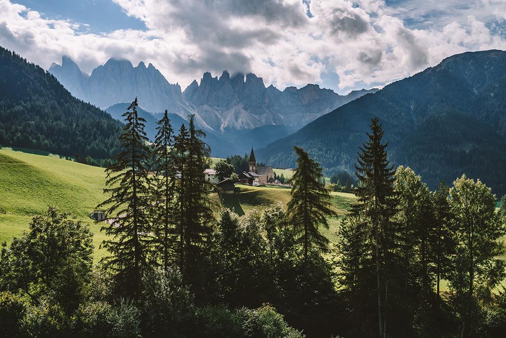 La Chiesa di Santa Maddalena es otro lugar de la ruta de viaje a Dolomitas