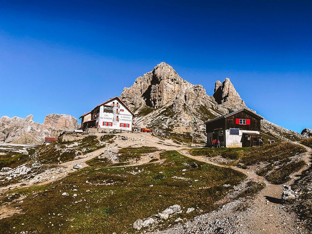 El refugio Locatelli tiene varios senderos muy bonitos