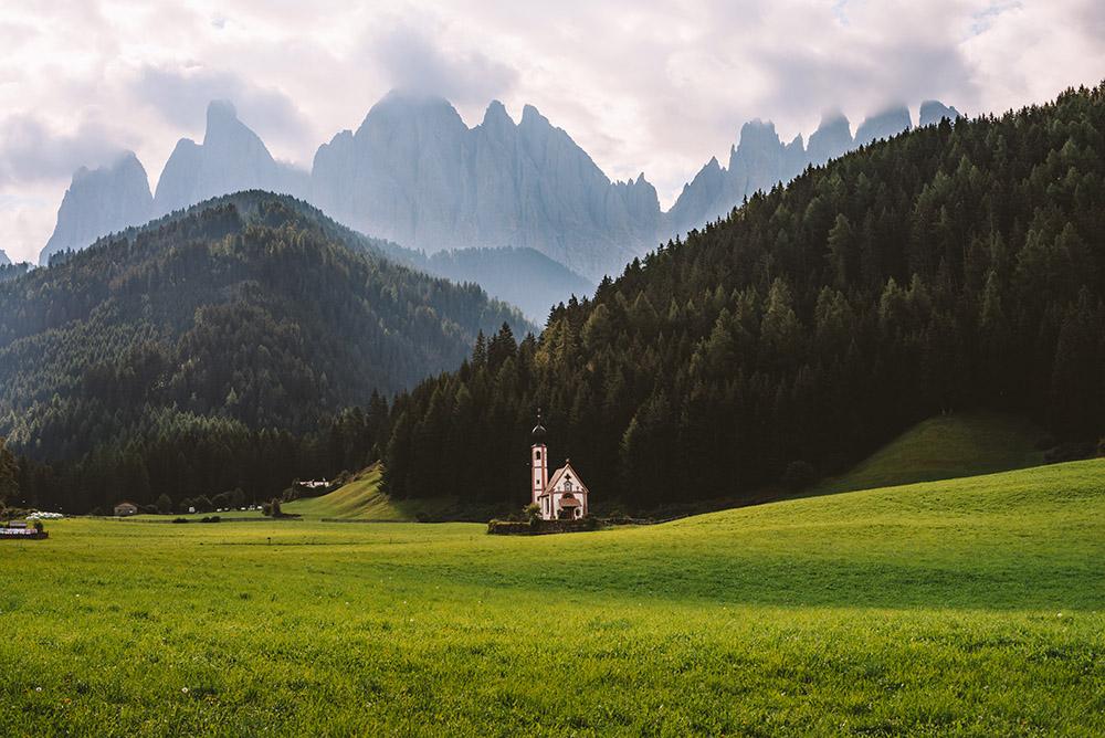 La Iglesia de San Giovanni es un imprescindible que ver en Dolomitas