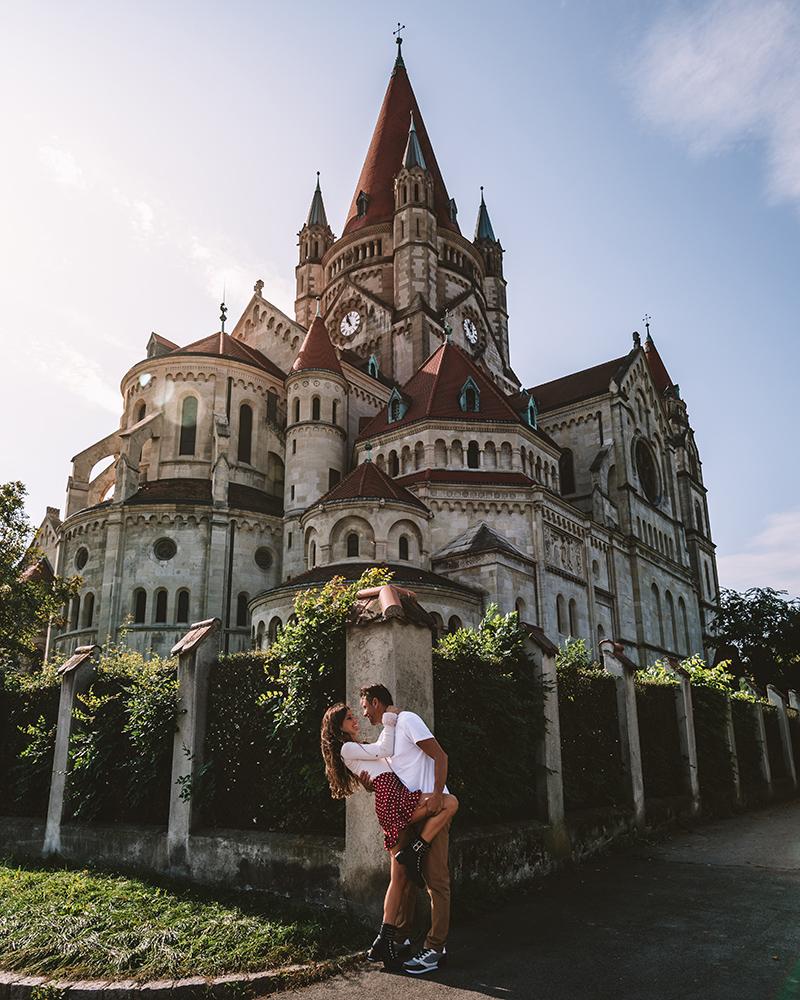 Uno de los lugares que debes visitar en Viena es la Iglesia De San Carlos Borromeo
