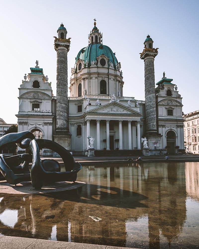 Iglesia De San Carlos Borromeo, un lugar que no puedes perderte en Viena