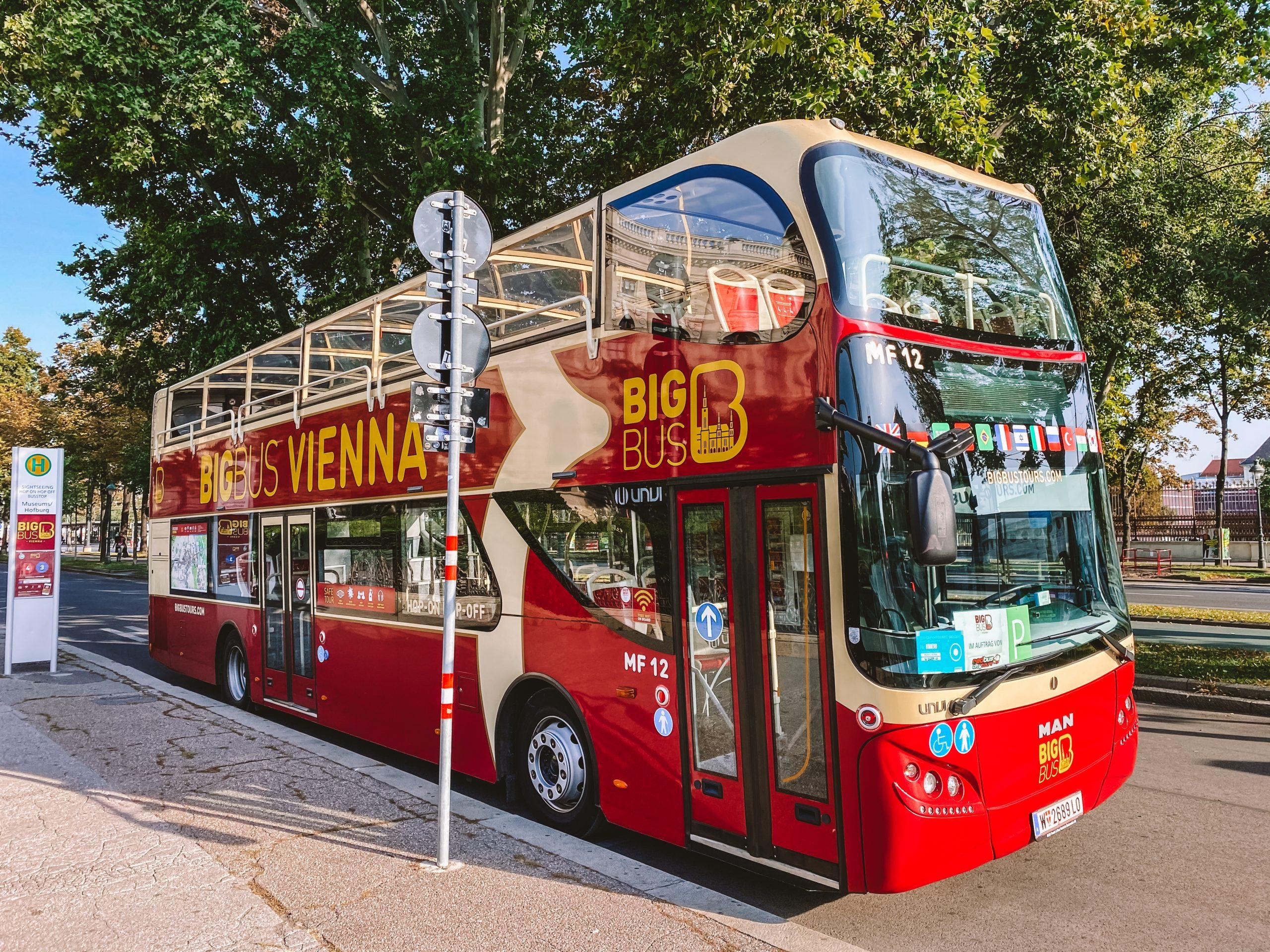 El bus turístico es uno de los transportes de como moverse por Viena