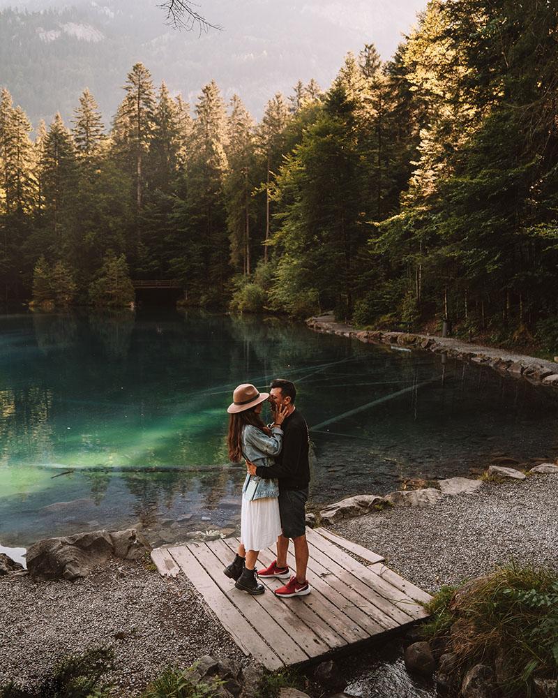 El Lago Blausee no puede faltar entre los lugares más visitados de Suiza