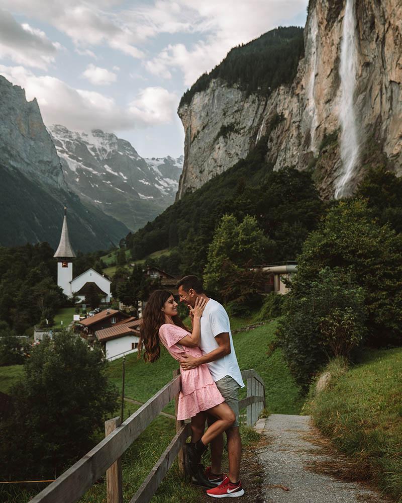 El pueblo de Lauterbrunnen es de los más bonitos de Suiza y por ello un imprescindible que visitar en Suiza