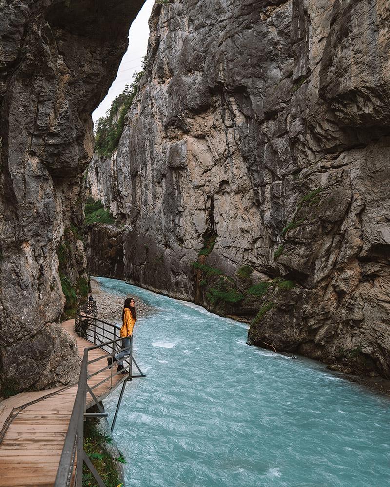 No podía faltar en este artículo sobre los imprescindibles que ver en Suiza la Garganta de l'Aare